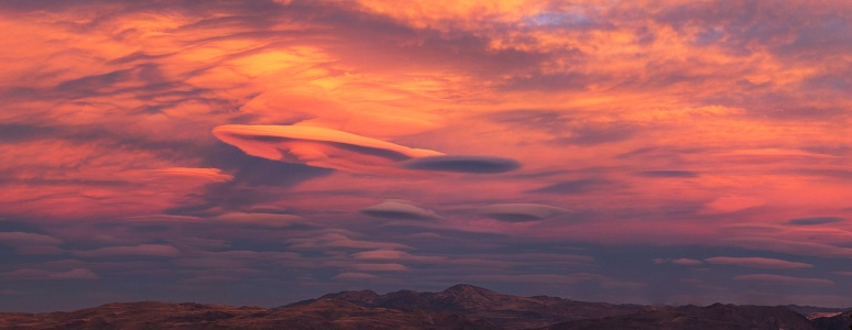 Flying Saucer Clouds (technical term) (click of larger)